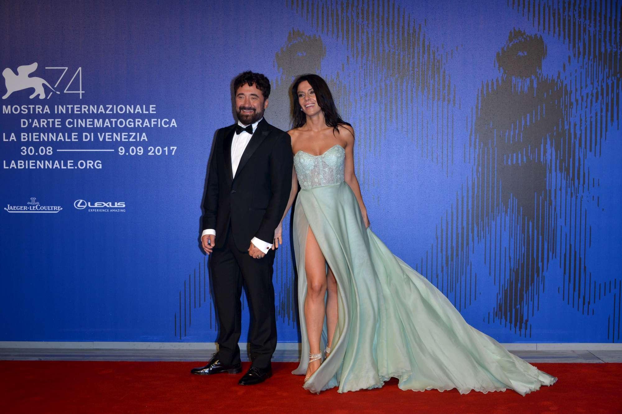 Venezia 74, Federico Zampaglione sfila con la nuova sexy fidanzata