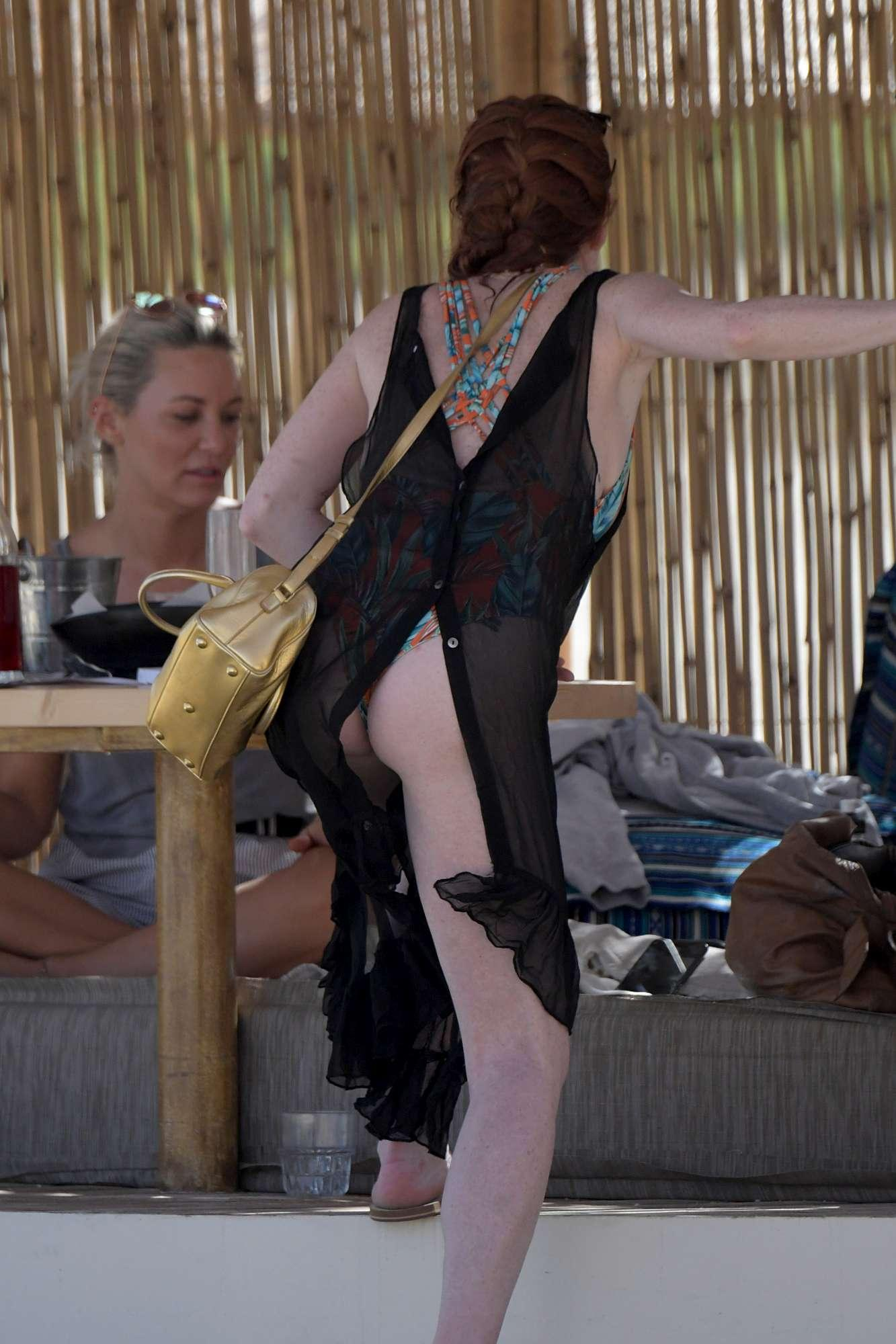 Lindsay Lohan, lato B in mostra in vacanza a Mykonos