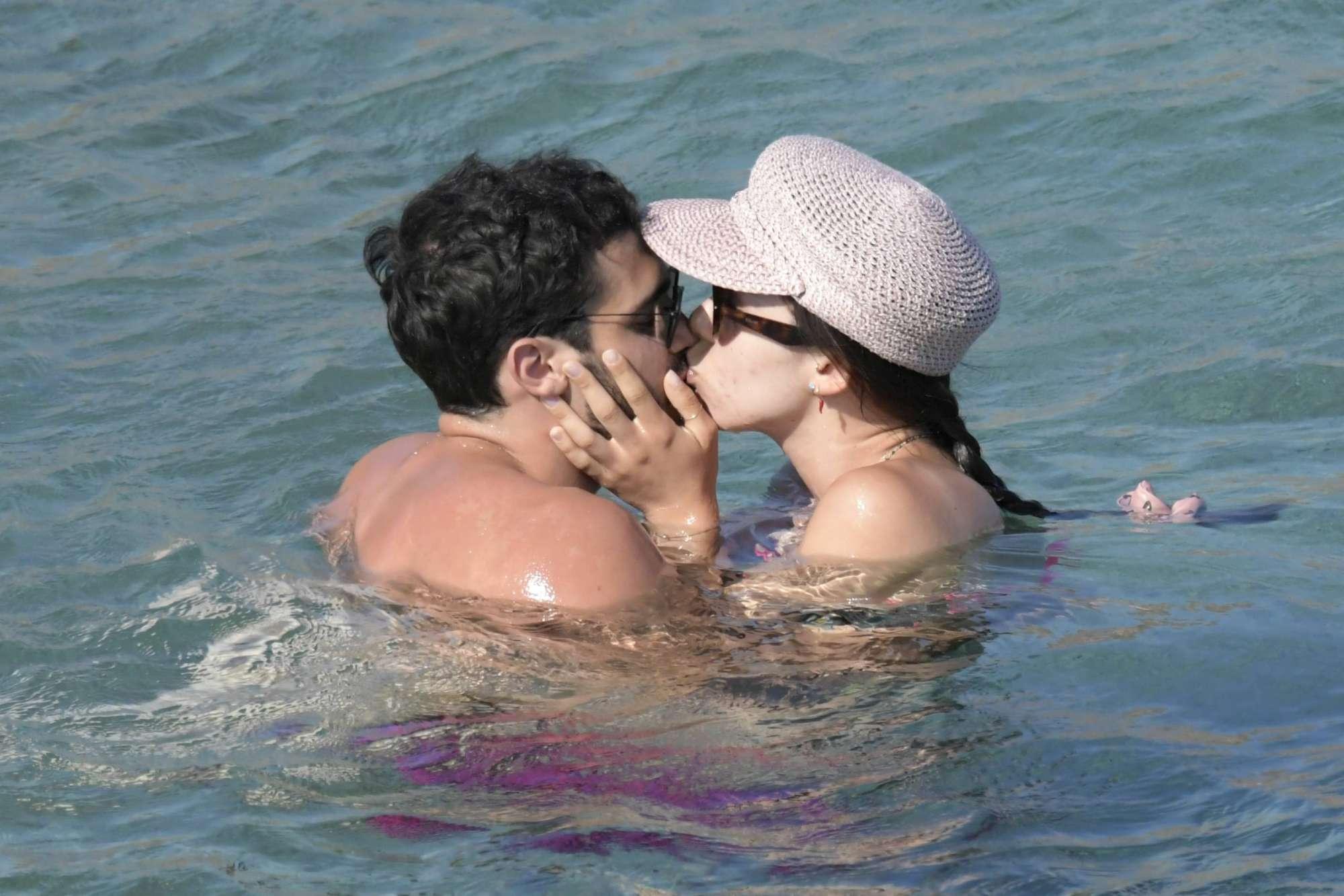 Aurora Ramazzotti, vacanza bollente a Mykonos con Goffredo