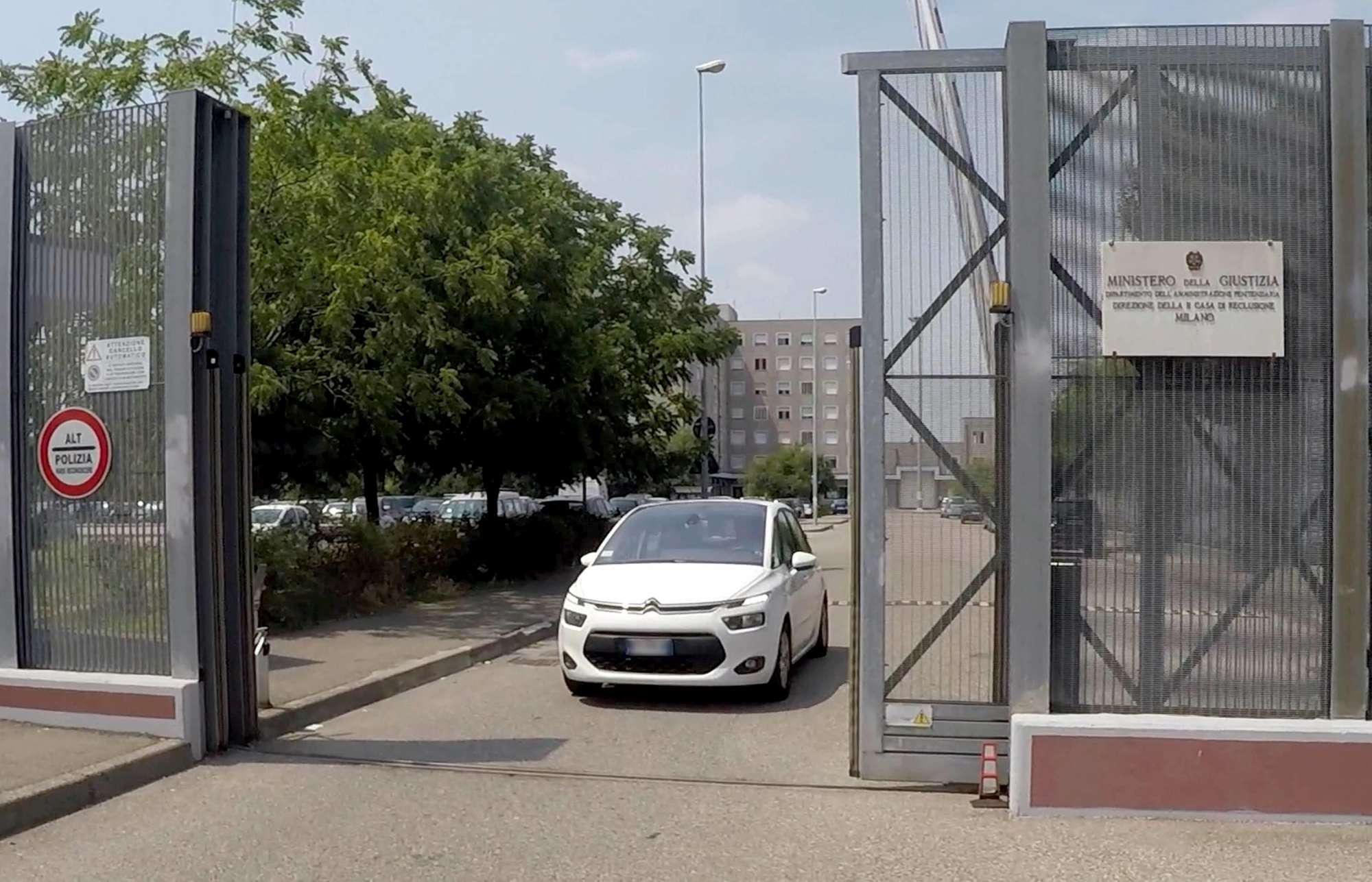 Milano, la scarcerazione di Roberto Formigoni