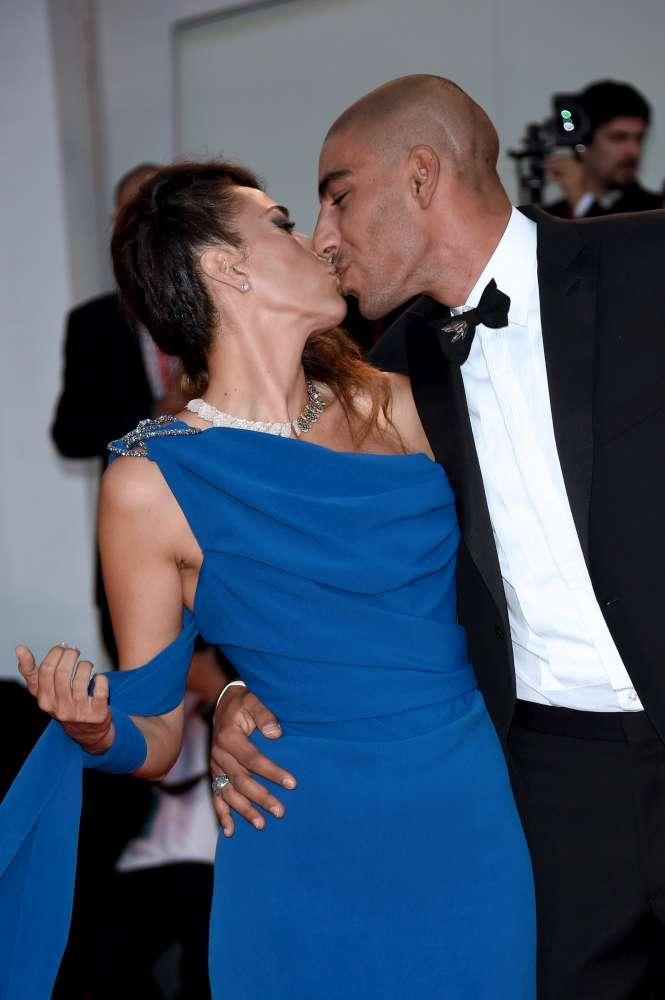 Venezia 76, da Nina Zilli ai Ferragnez sul red carpet è un tripudio di baci: guarda i più appassionati