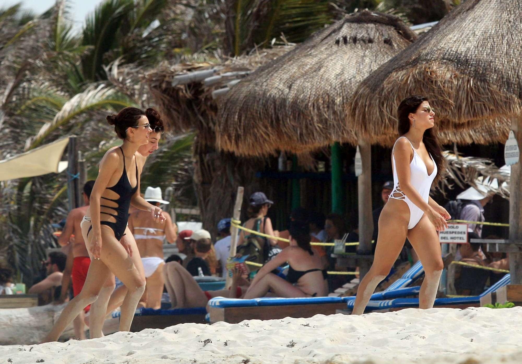 Victoria Justice, la stellina della tv a Cancun sfoggia un fisico da top model