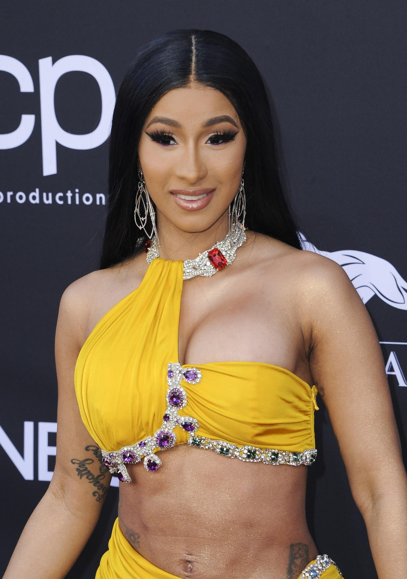 Billboard Awards 2019: Cardi B monopolizza la parata di stelle e bellezze sul red carpet