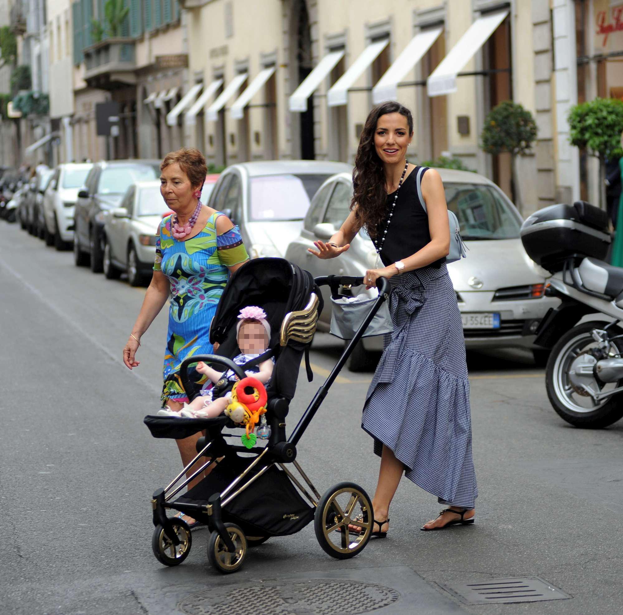 Laura Barriales, spese pazze con figlia e mamma