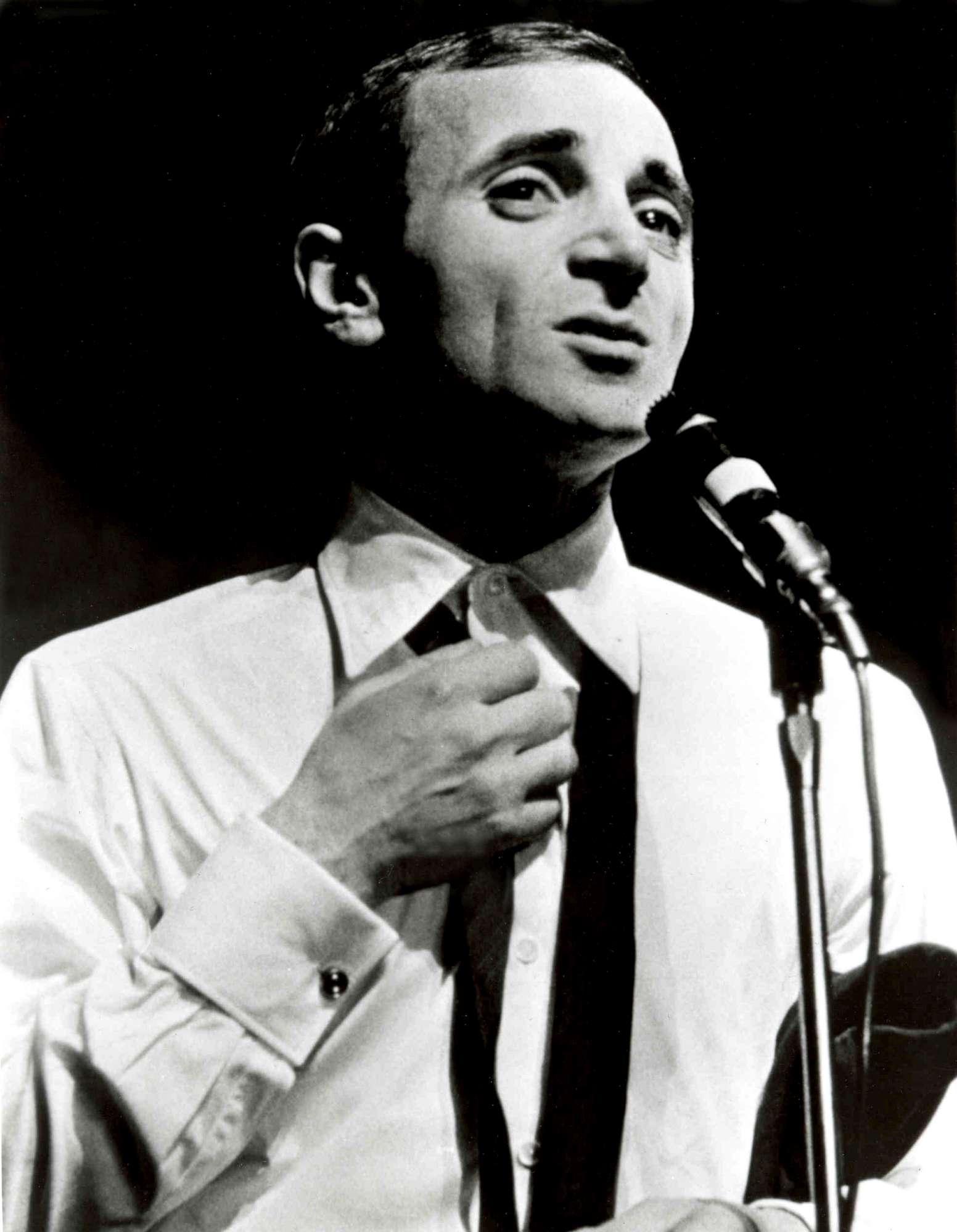 Charles Aznavour, il re della canzone francese negli scatti della sua carriera