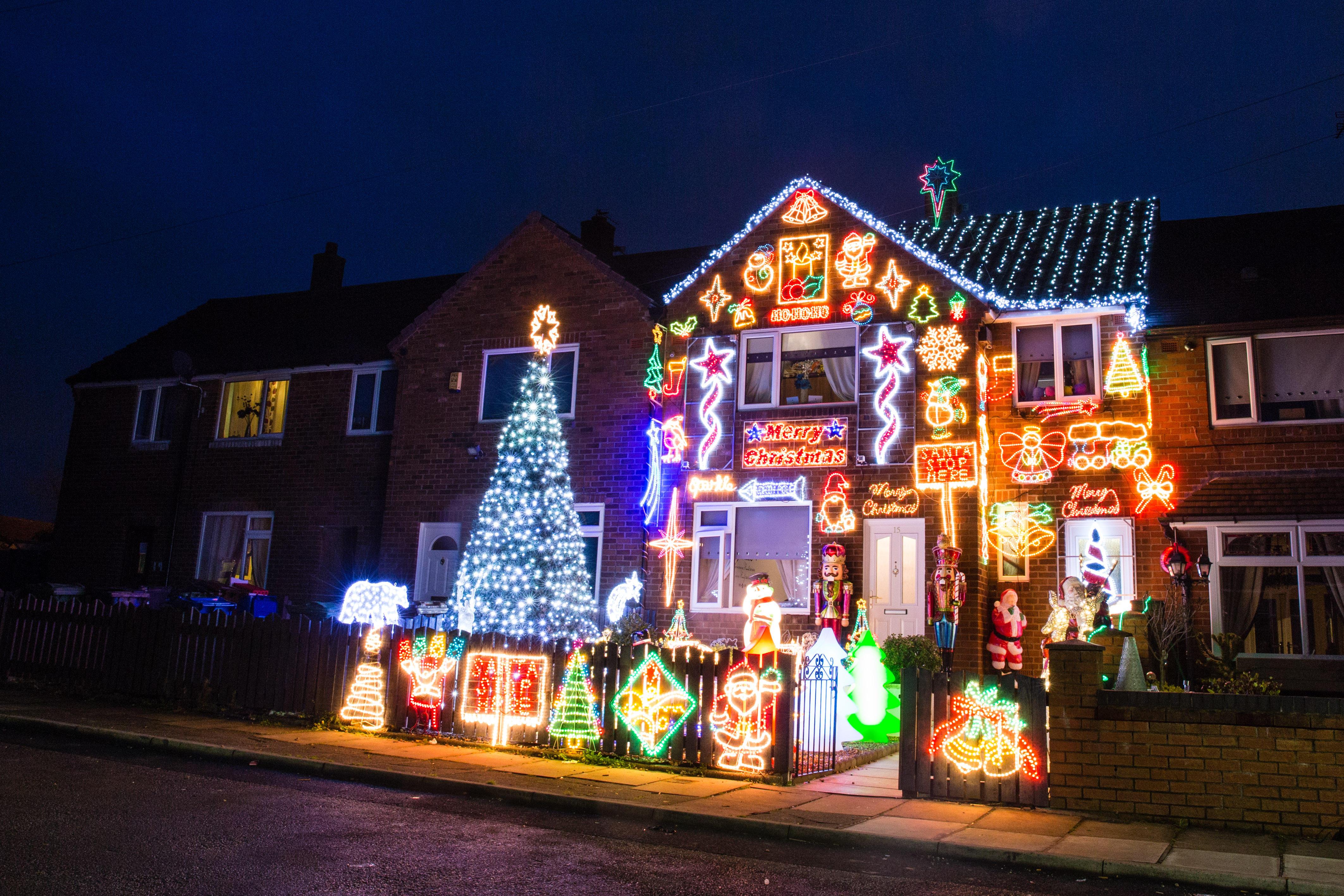Immagini Luci Di Natale.Diecimila Luci Di Natale La Casa Dei Record E In