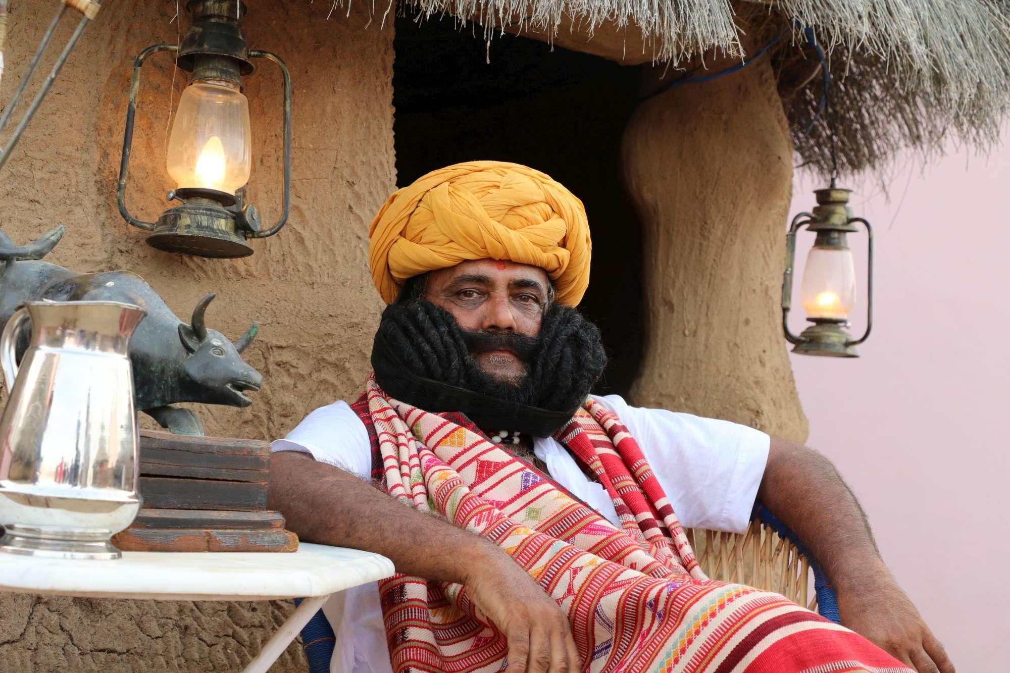 Con L'uomo Del Più Baffi I Mondo Tgcom24 Foto Ecco Lunghi India x74naa