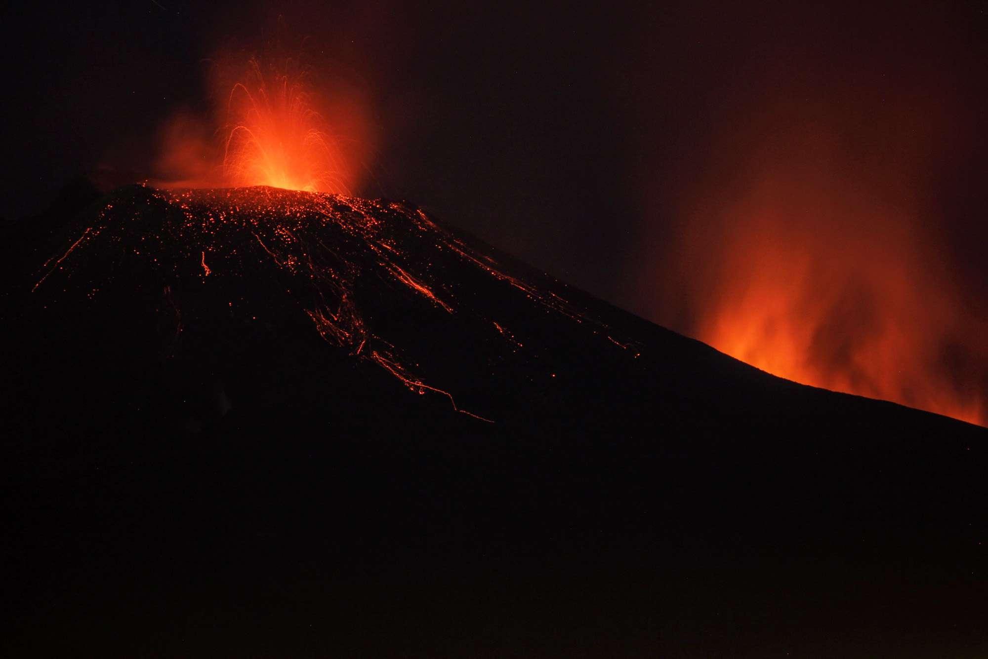 Etna, nuova spettacolare attività eruttiva
