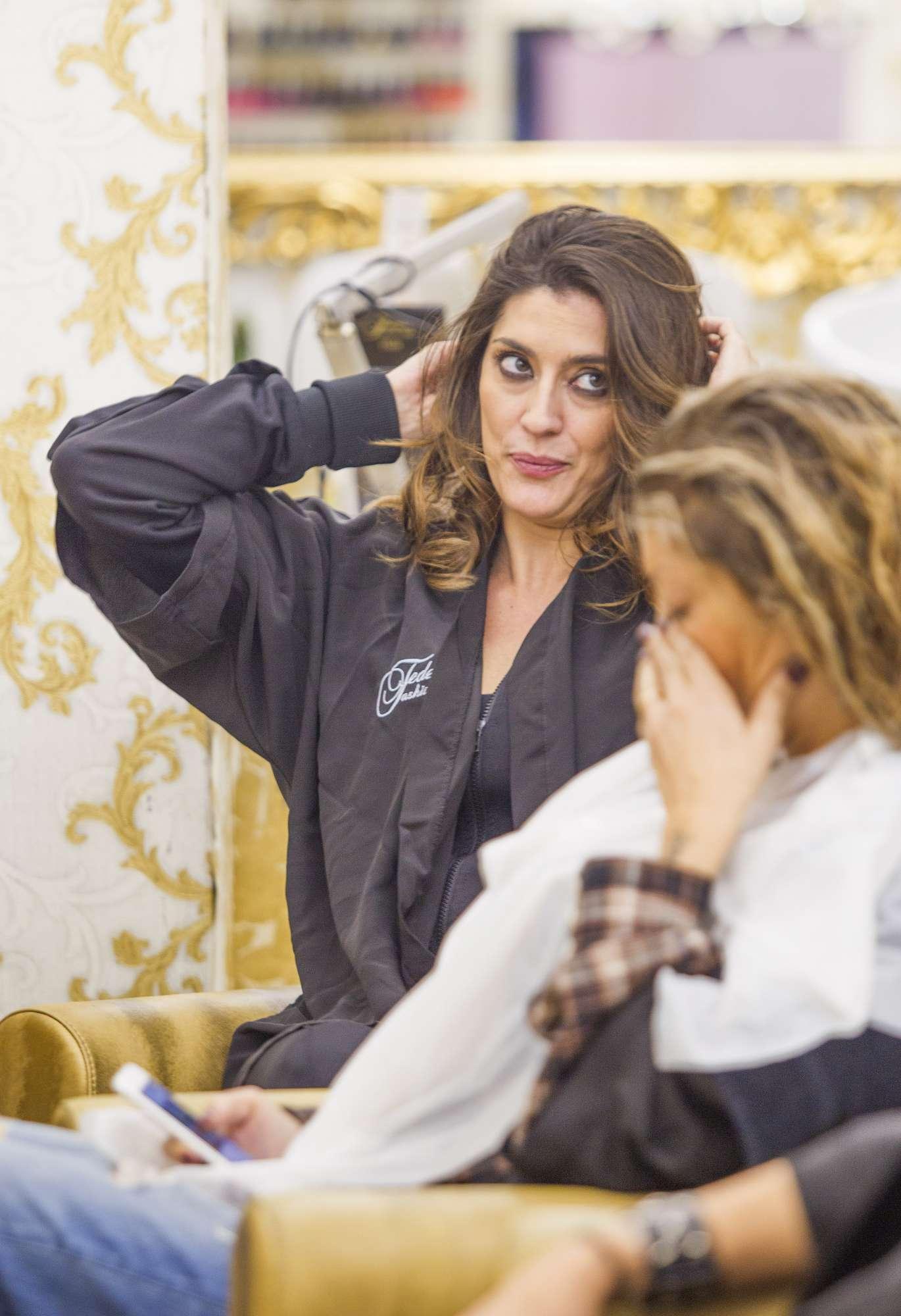 Single e felice, Elisa Isoardi tra shopping e parrucchiere