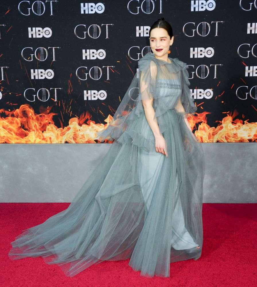 Game of Thrones , alla première dell ultima stagione Emilia Clarke e Sophie Turner regine sul red carpet