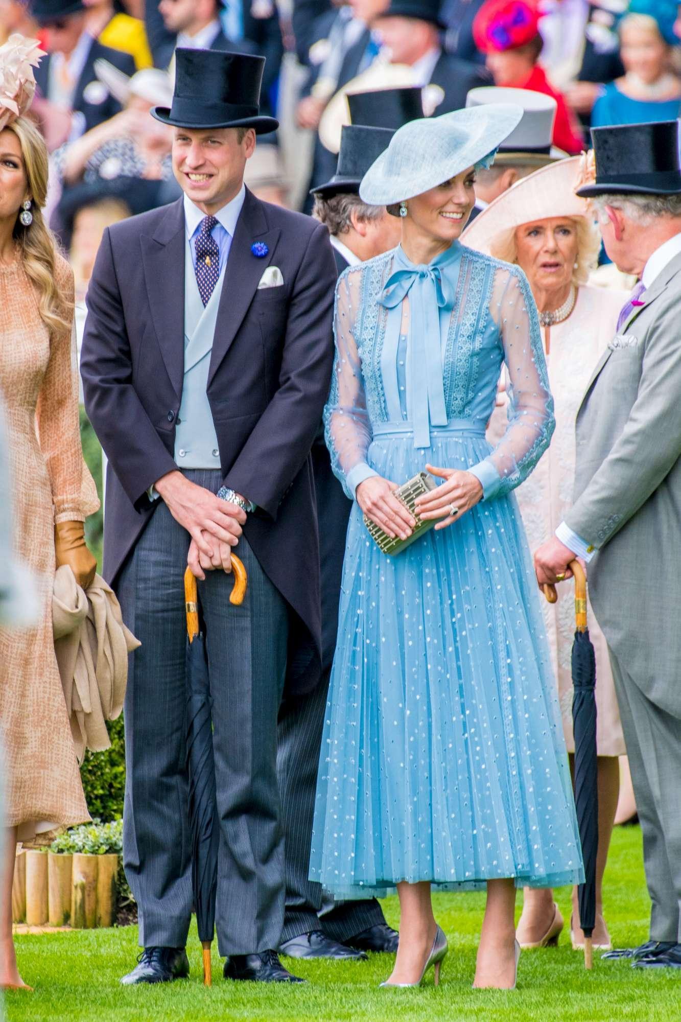"""Kate Middleton se la ride con le """"cugine"""" al Royal Ascot. E c è anche la Galanti"""