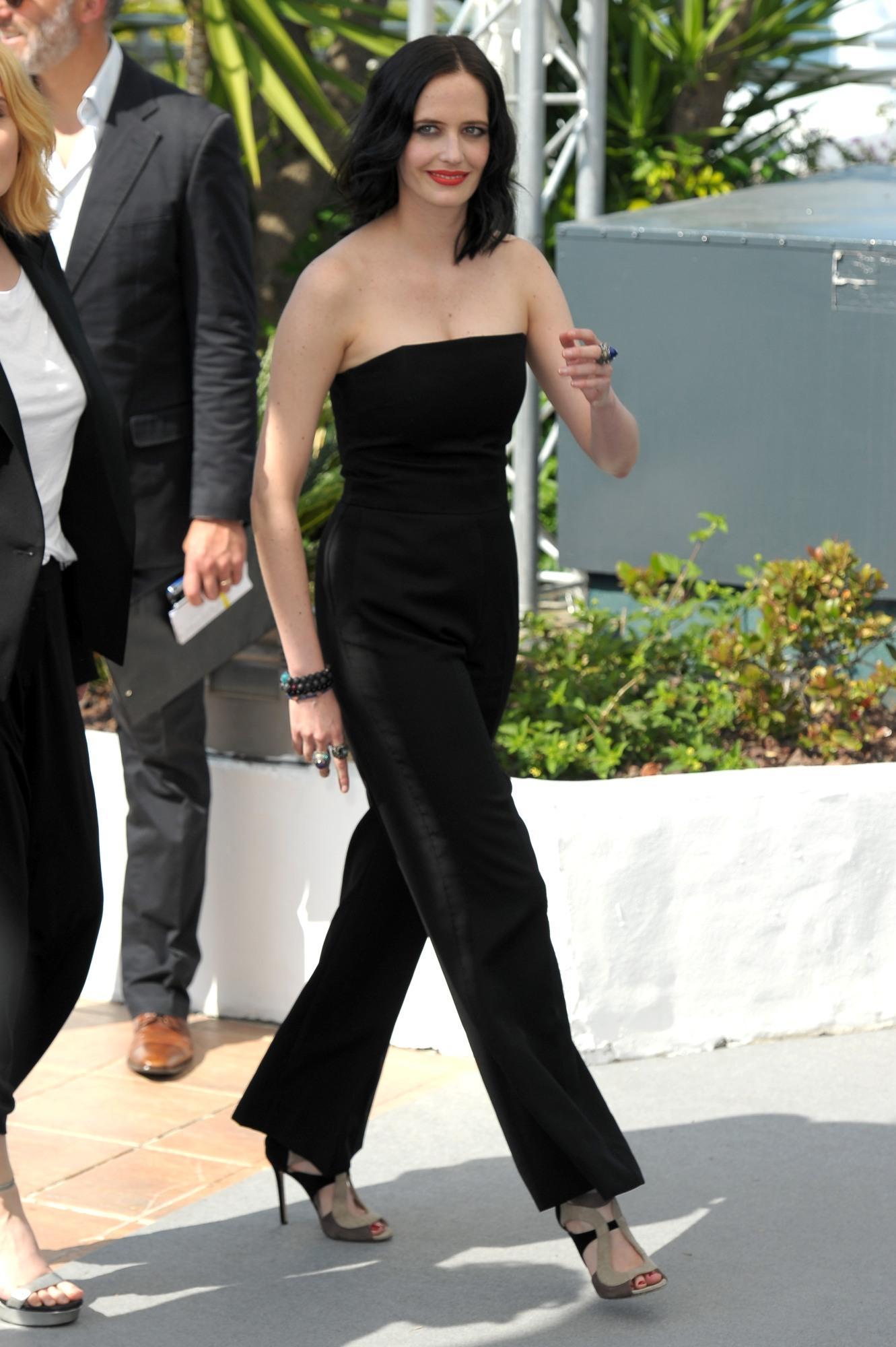 Cannes 70, il bacio tra Eva Green ed Emmanuelle Seigner scalda la Croisette