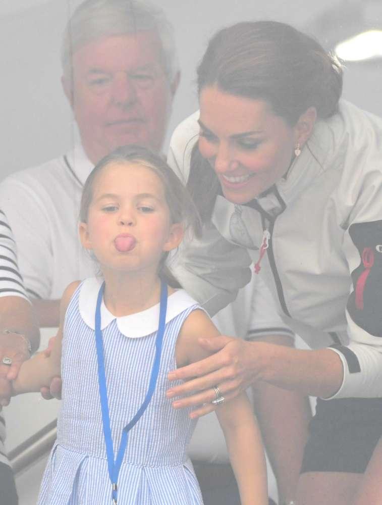 Charlotte ruba la scena a mamma Kate alla regata per la King s Cup