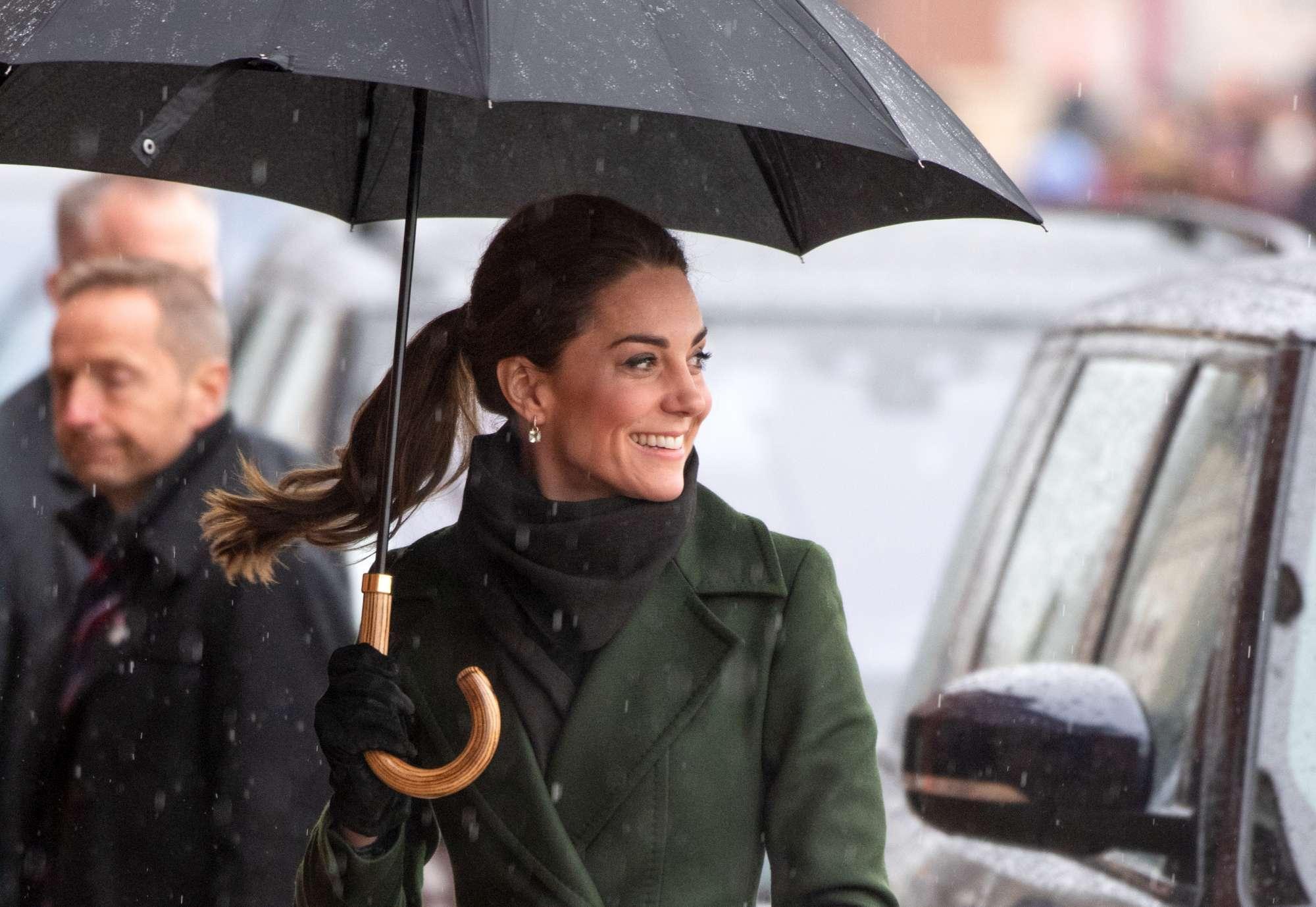 Kate Middleton bon ton, ma magrissima sotto la neve