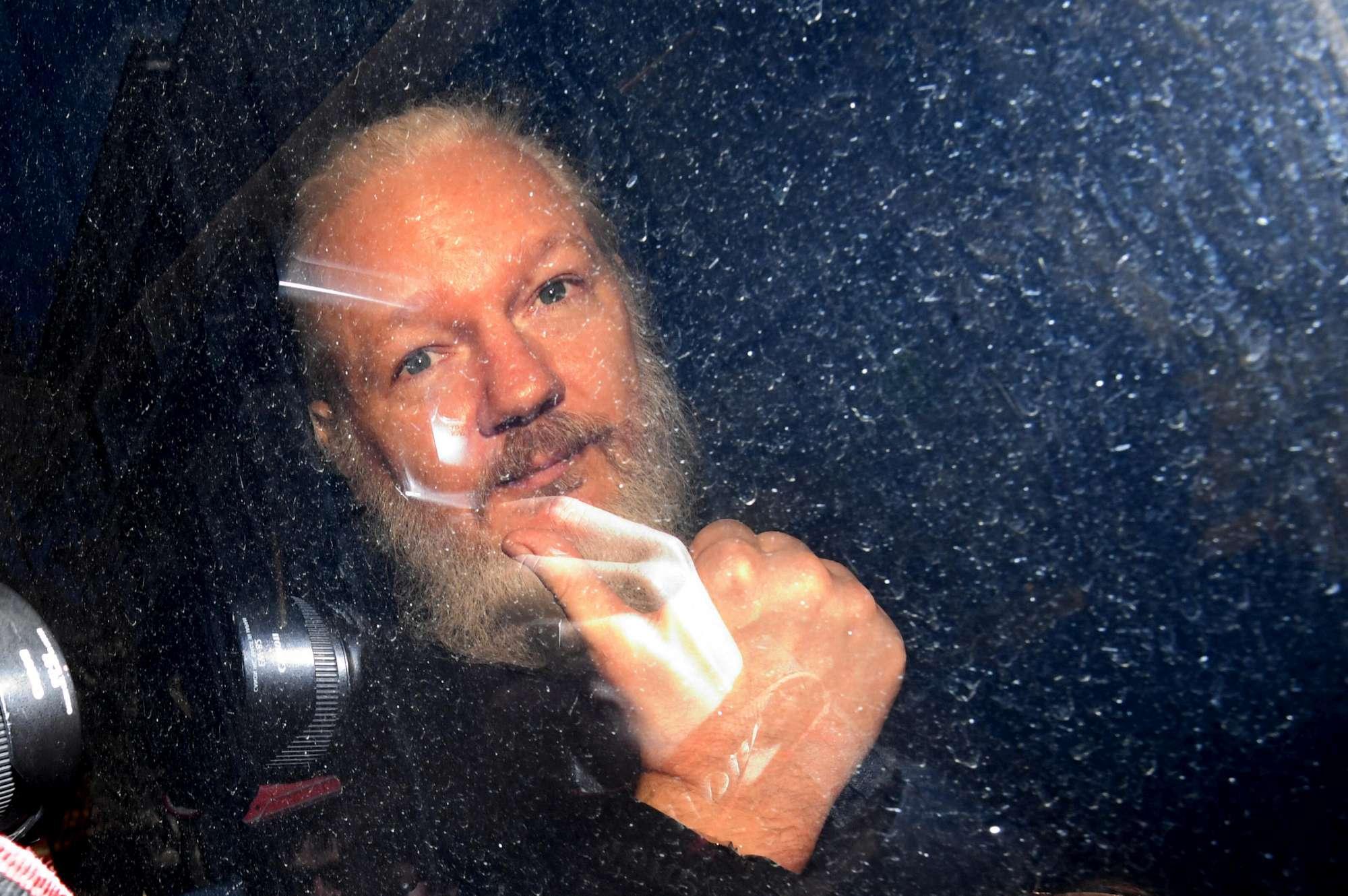 L arresto di Julian Assange a Londra