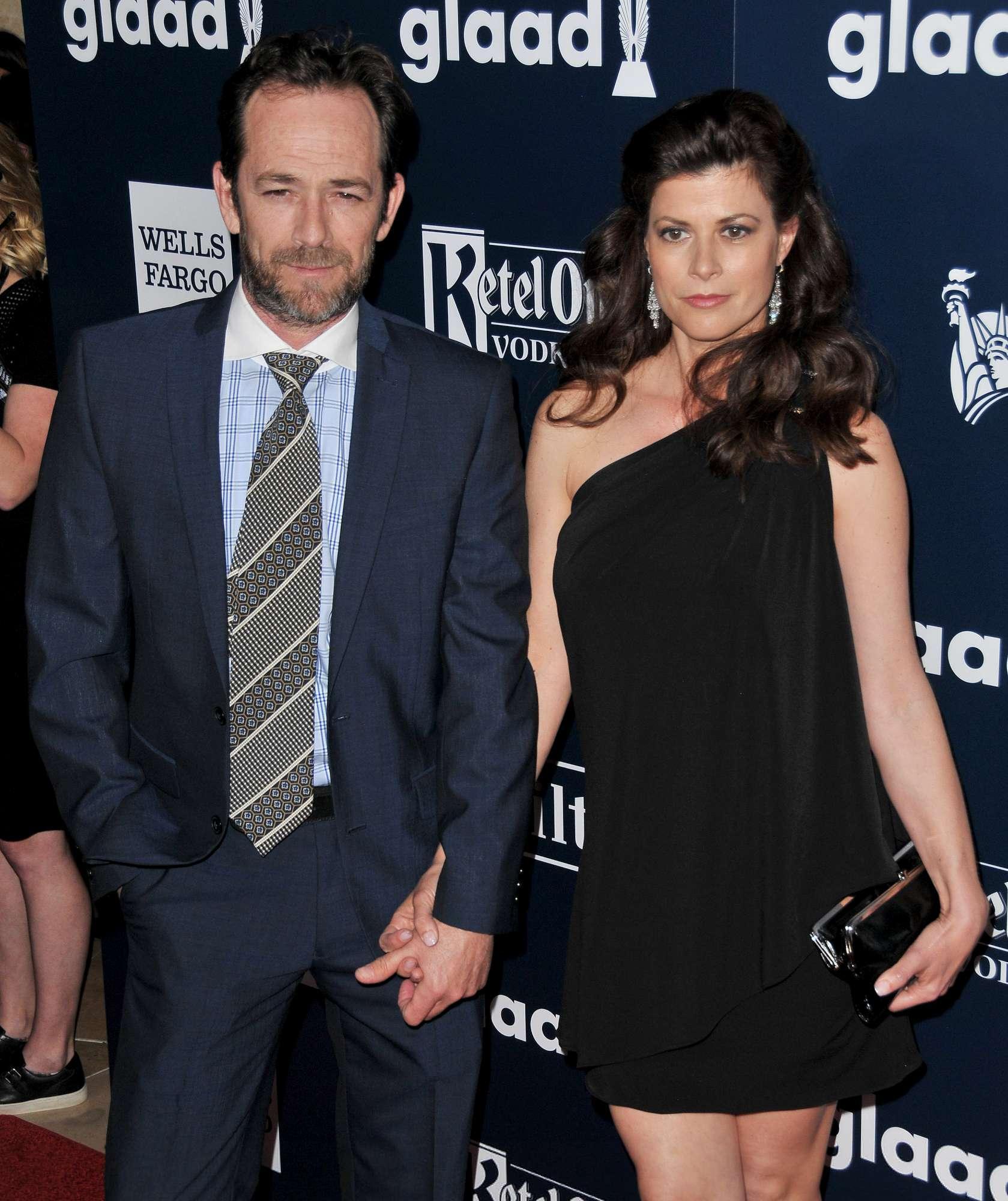 Luke Perry e la fidanzata Wendy in passerella