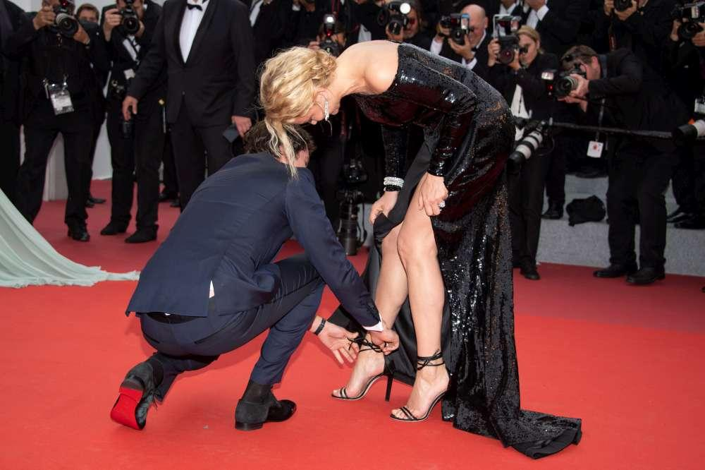 Cannes 2019, cala il sipario tra cadute e siparietti bollenti: guarda gli  incidenti  sul red carpet