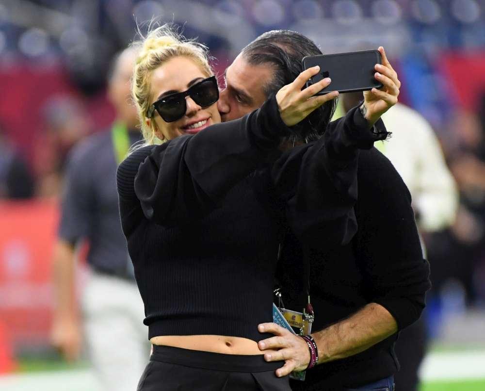 Lady Gaga ufficializza la rottura con Christian Carino e... tornano voci di crisi nella coppia Cooper-Shayk