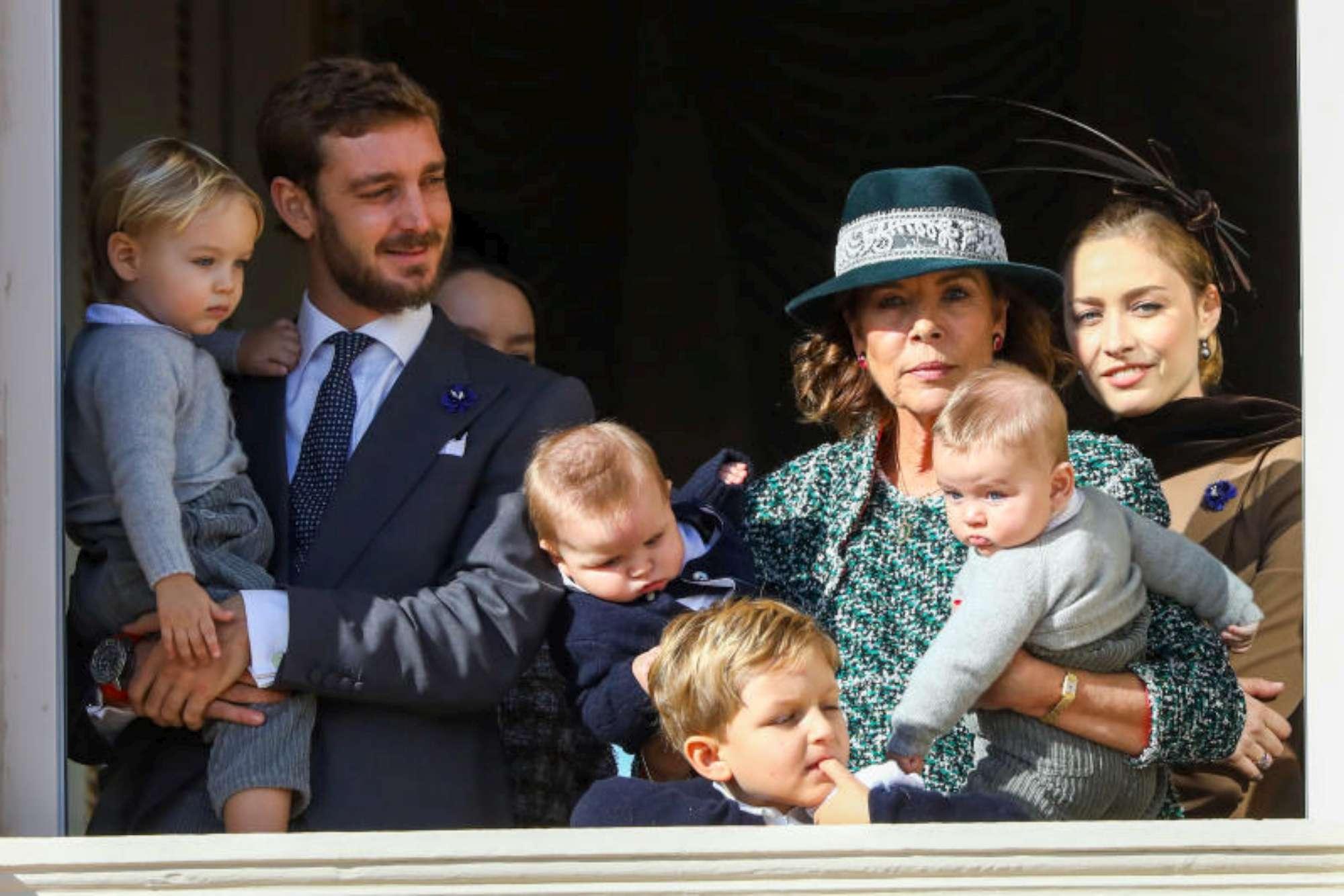 Monaco, la famiglia Grimaldi quasi al completo sul balcone