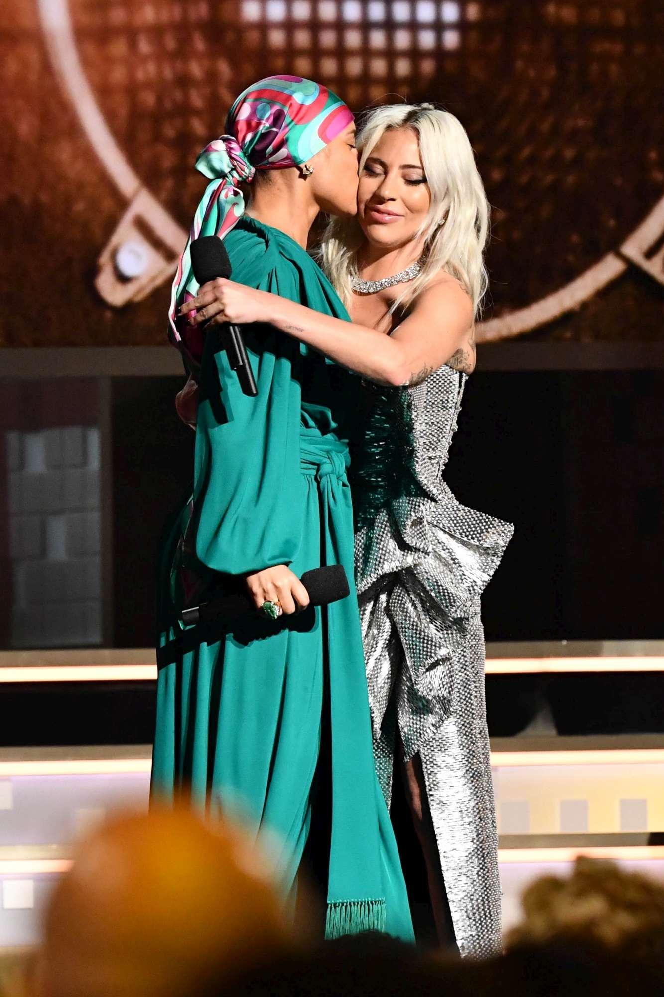 Grammy Awards, sfilano le regine della musica