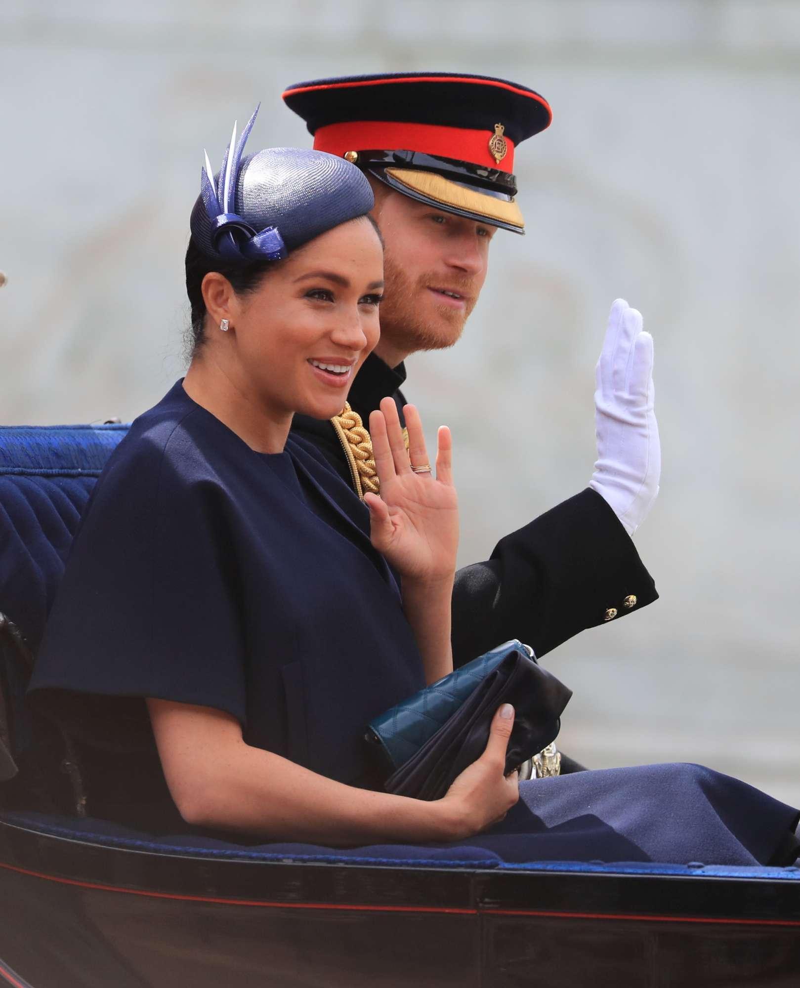 Meghan Markle torna in pubblico per festeggiare la Regina