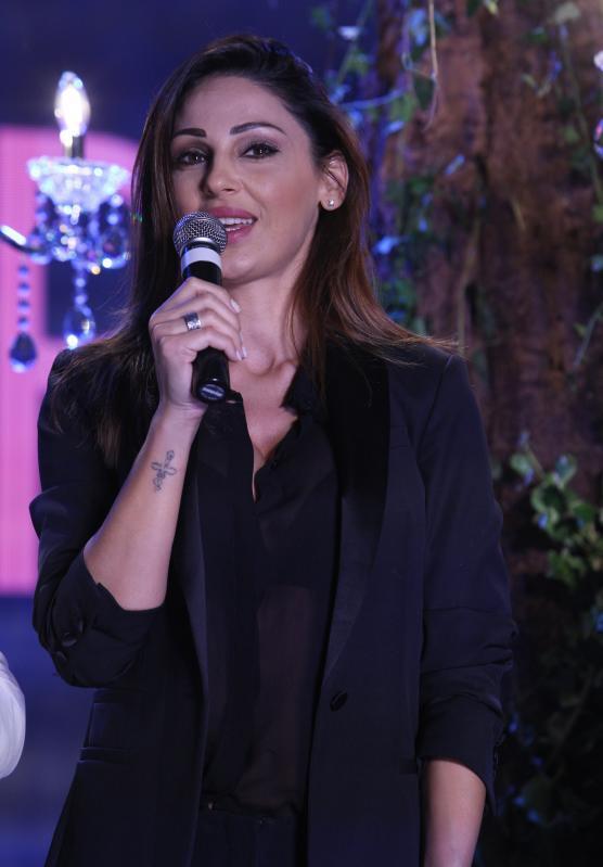 Anna Tatangelo, sexy trasparenze a Napoli