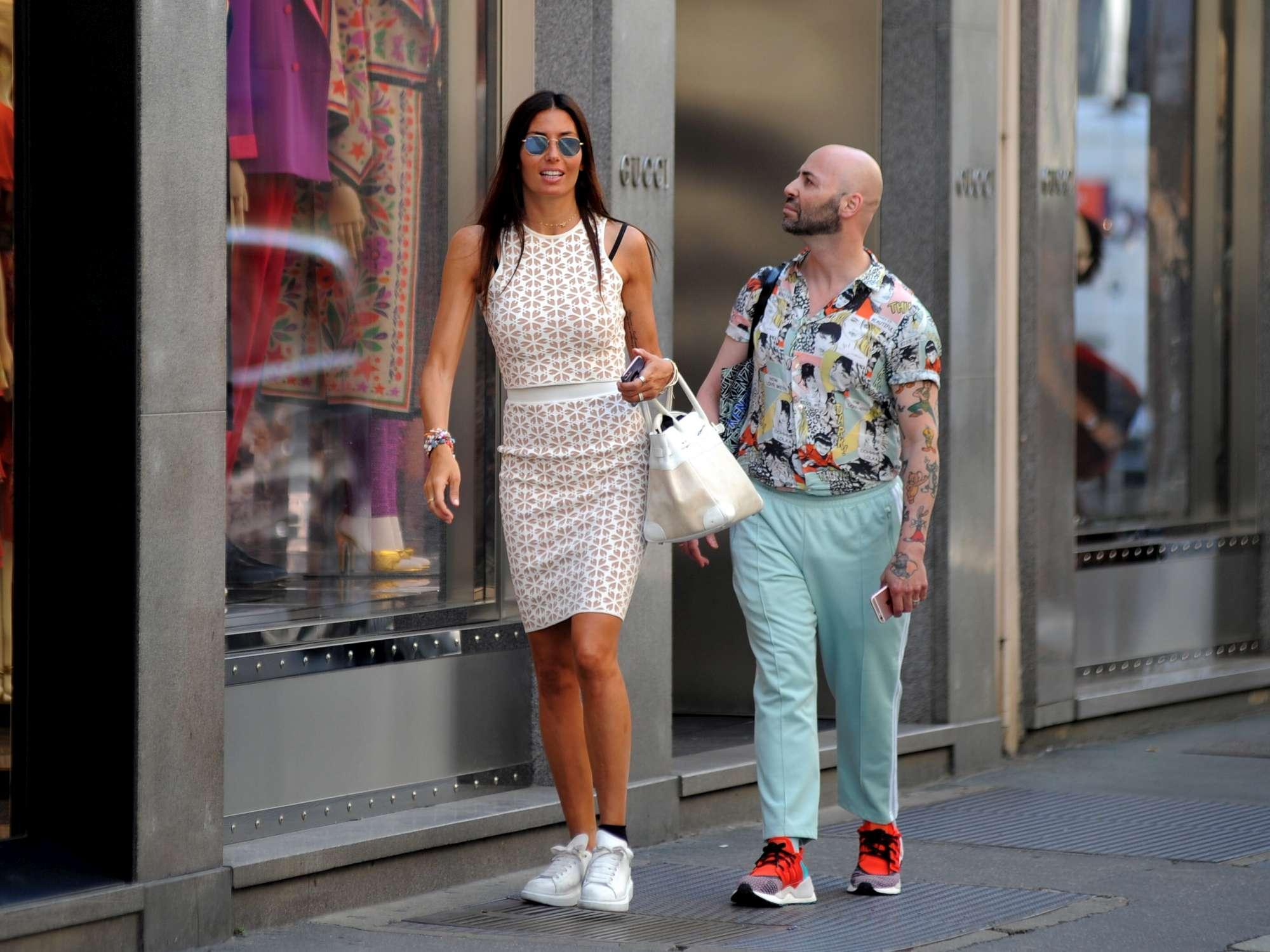 Elisabetta Gregoraci, shopping milanese con l assistente
