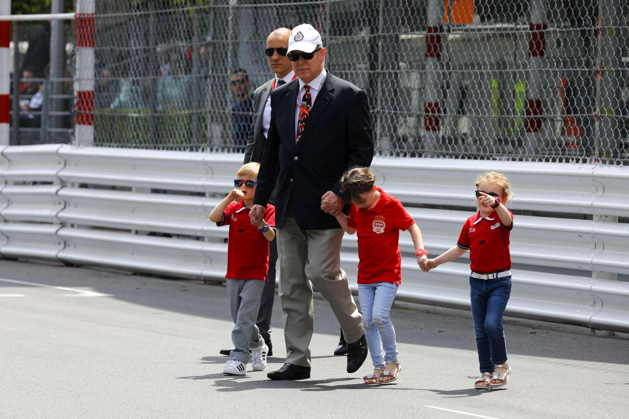I monegaschi sfilano al GP: da Pierre e Beatrice ai gemelli del principe Alberto