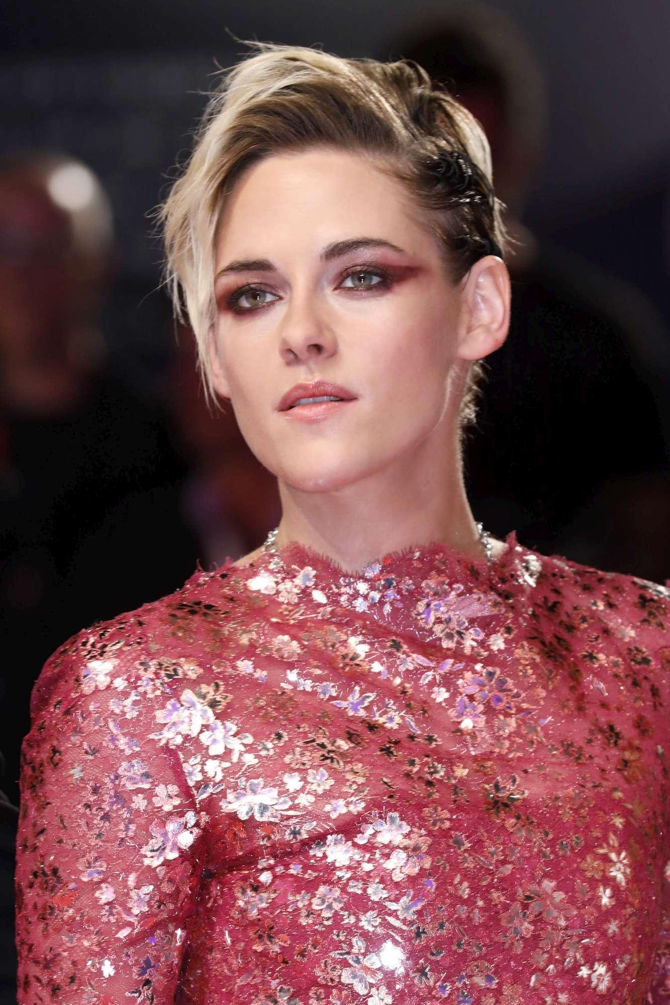 Kristen Stewart splende al Festival di Venezia