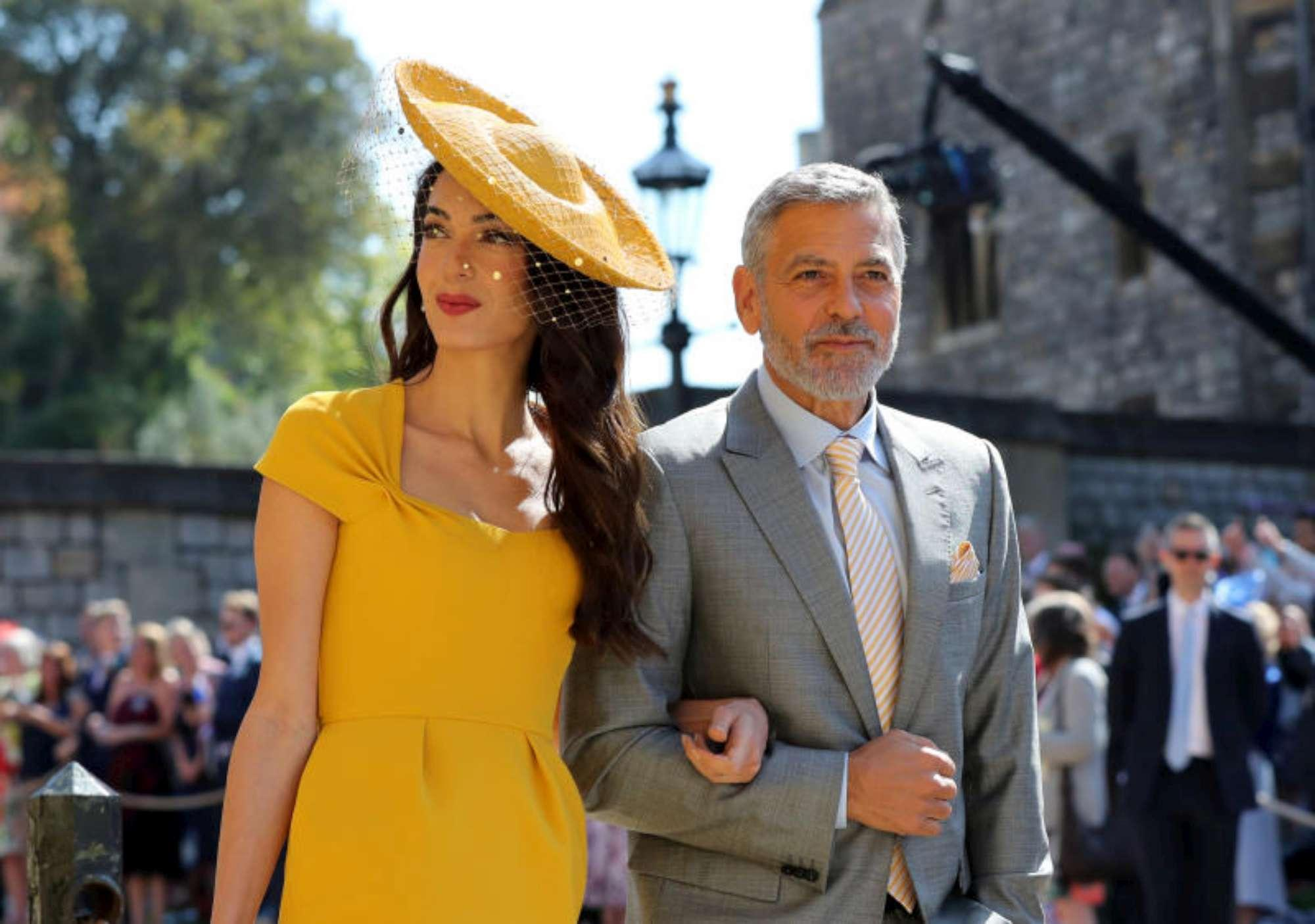 Royal Wedding, la Beckham in abito blu, Amal Clooney sceglie il giallo
