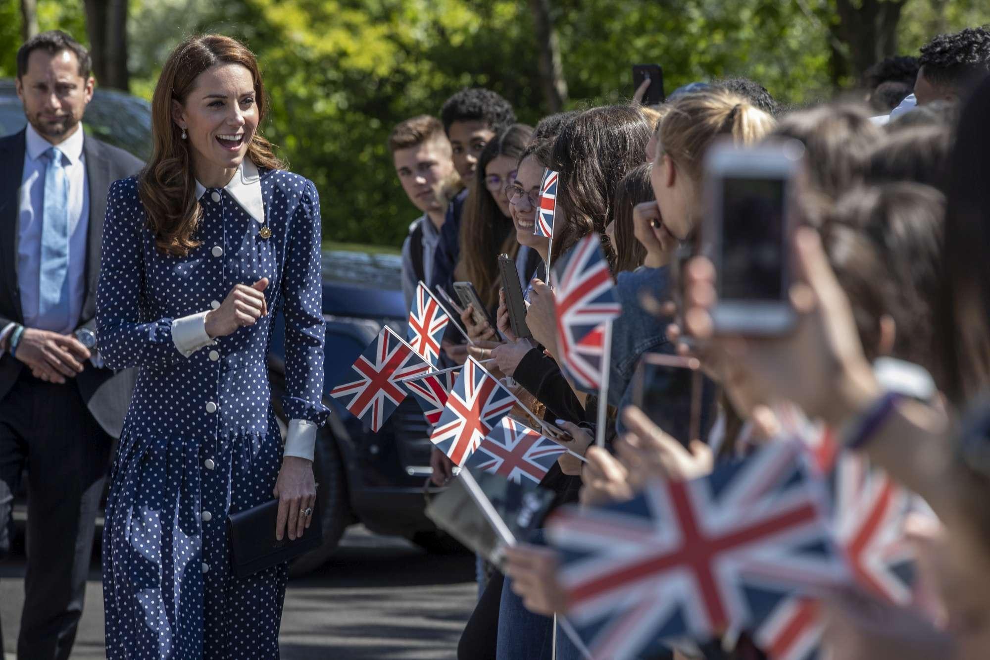 Kate Middleton scosciata, guarda che spacco!