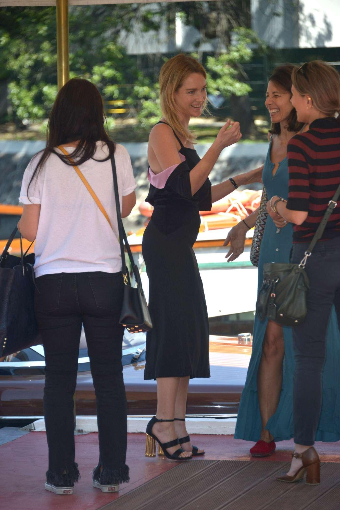 Cristiana Capotondi, pancino sospetto al Lido di Venezia