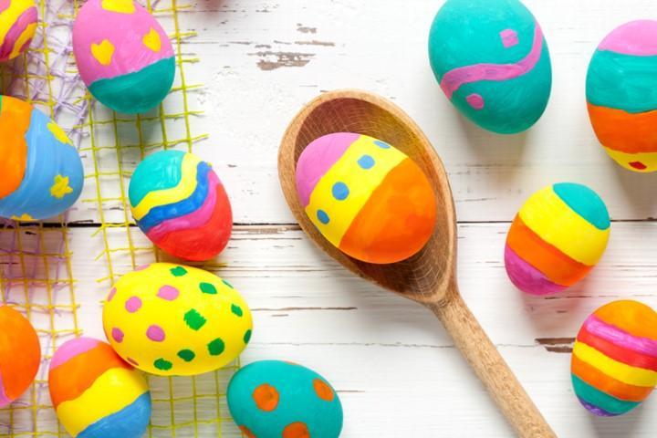 Uova fai da te: basta tanta fantasia per colorare la Pasqua