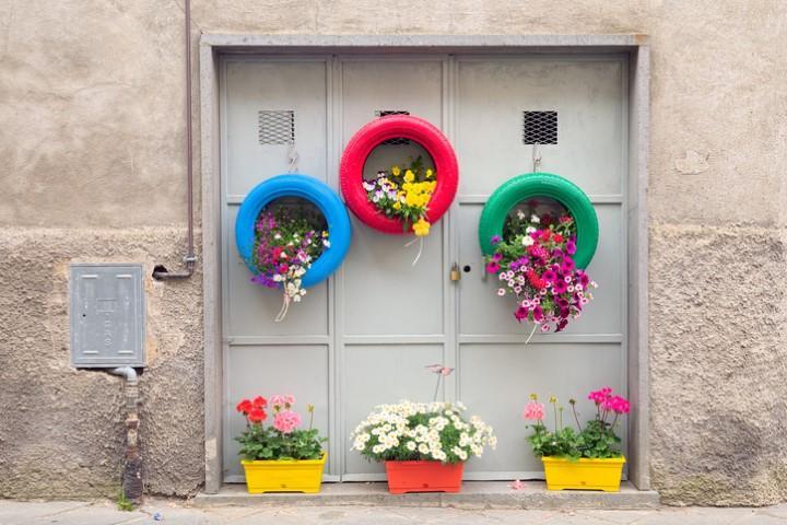 Tendenze: arreda i tuoi spazi verdi con l arte del riciclo
