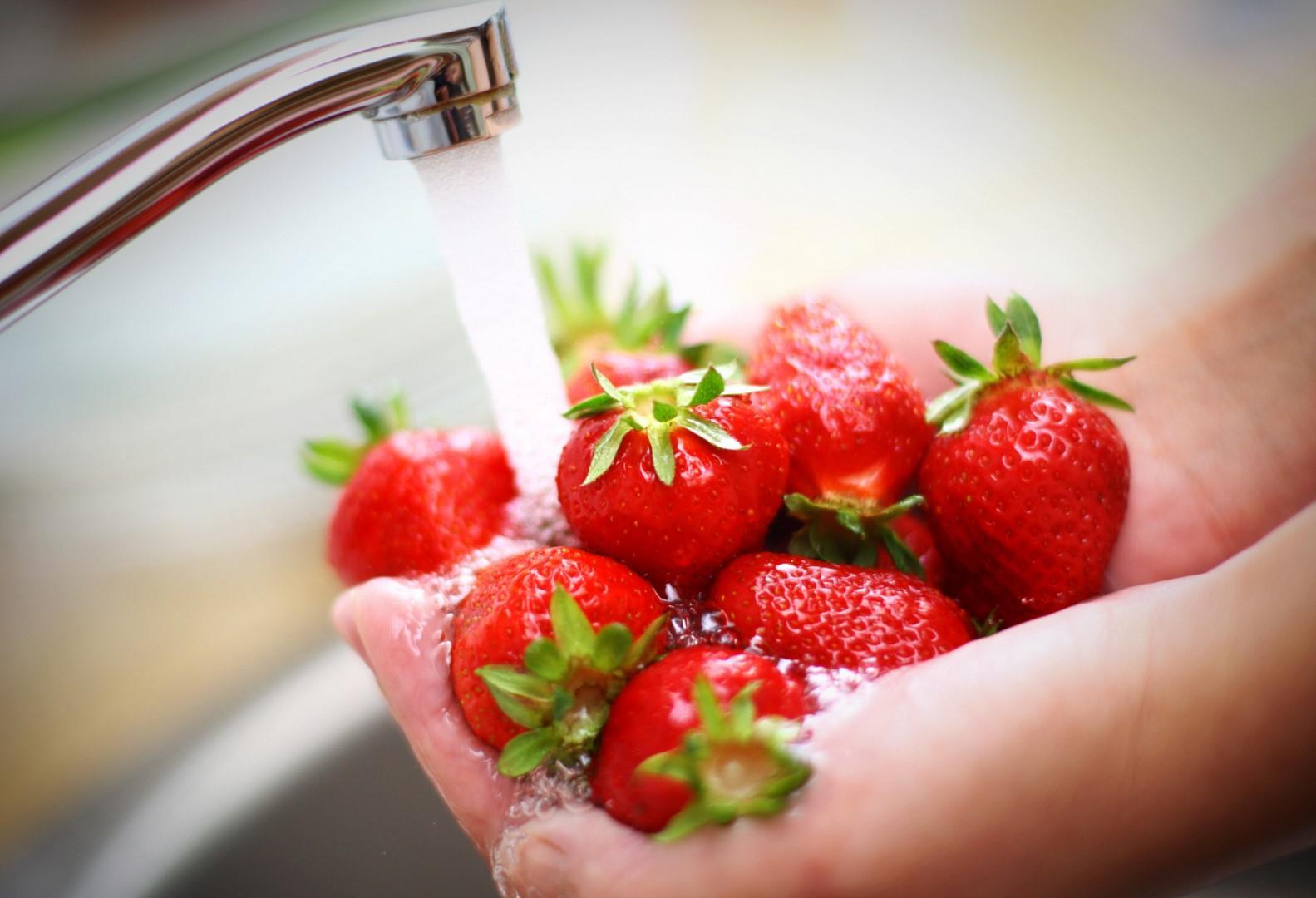 Frutta e verdura: piccola guida al lavaggio perfetto