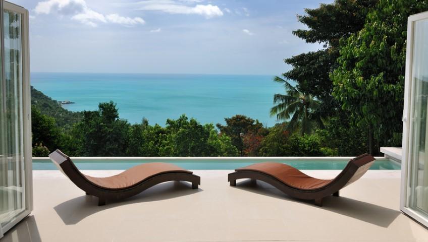 Arredo: dieci lettini da spiaggia per stendersi al sole