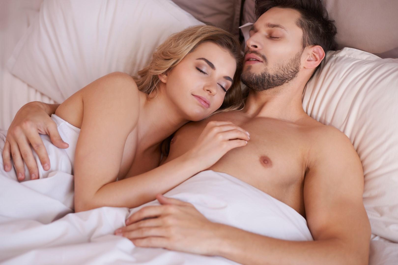 Dormire sano: meglio pigiama, biancheria o nulla del tutto?