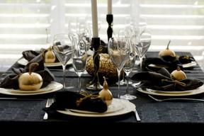 La tavola delle feste: quest anno punta sul nero