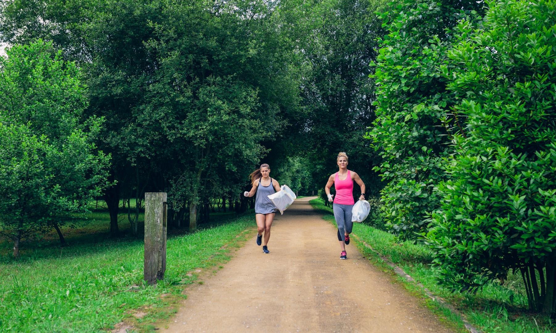 Plogging, l allenamento che aiuta l ambiente