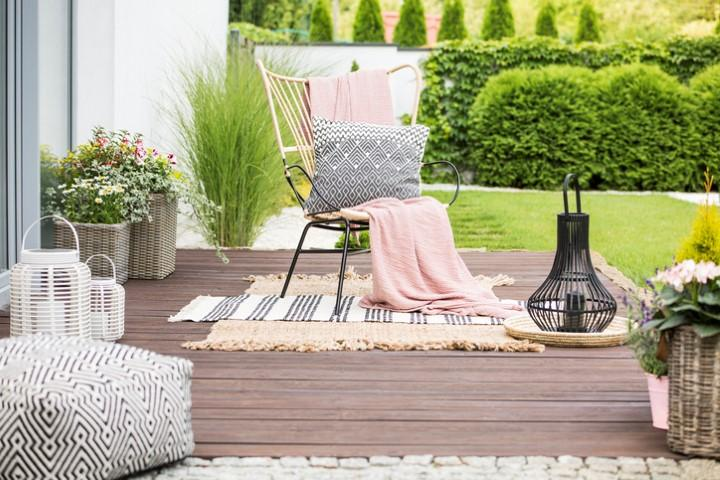 Sedie da esterno: va di moda il romanticismo