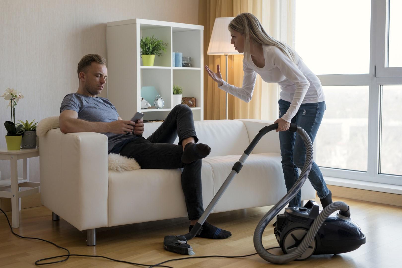 I lavori di casa: come condividerli (senza litigare)