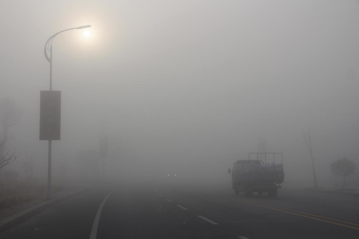 Smog in Cina: visibilità sotto i 50 metri
