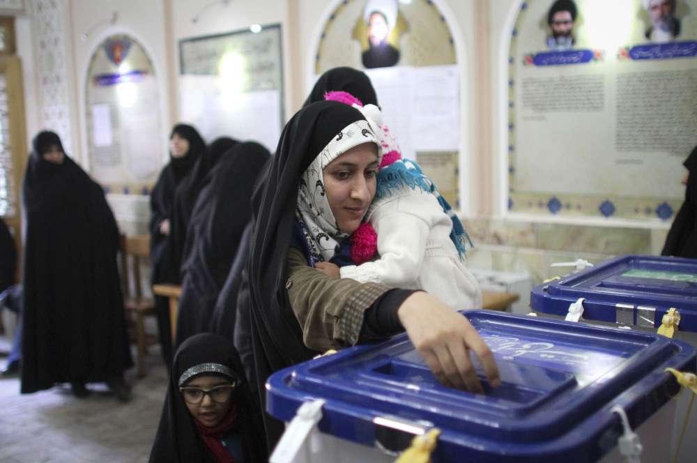 Iran al voto per il secondo turno delle elezioni parlamentari