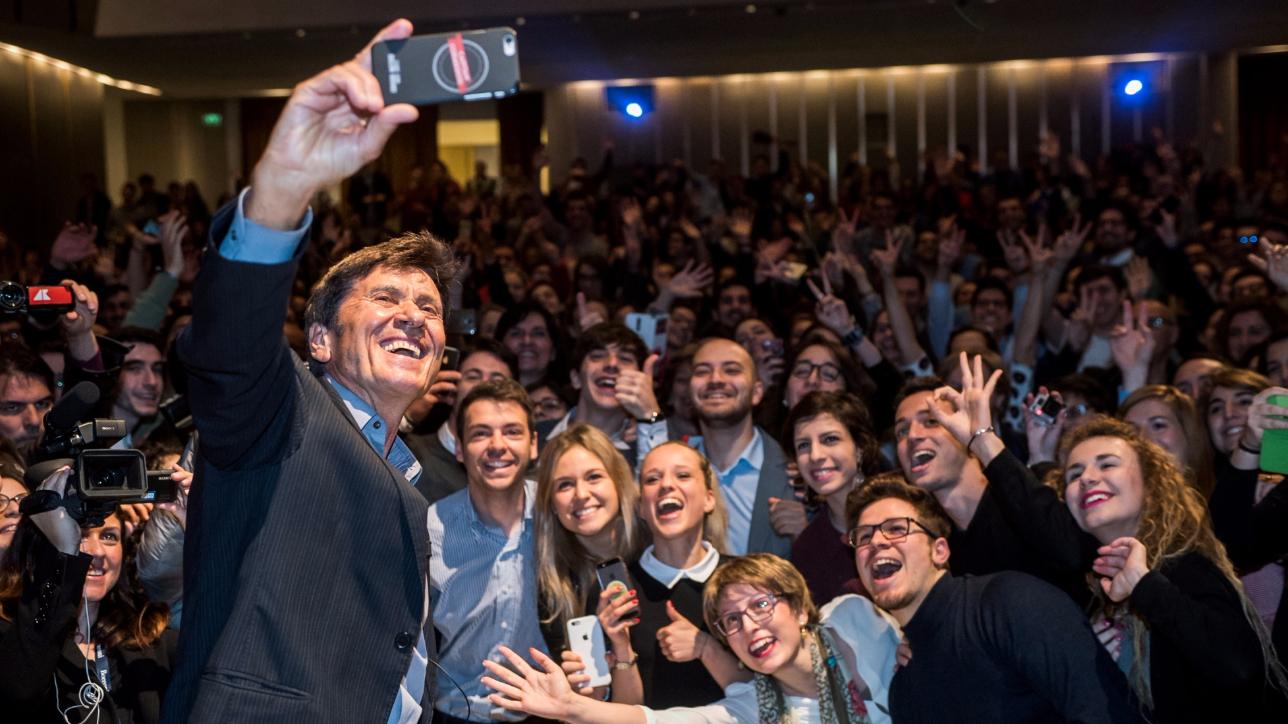 Gianni Morandi, lezione in Bocconi sui social
