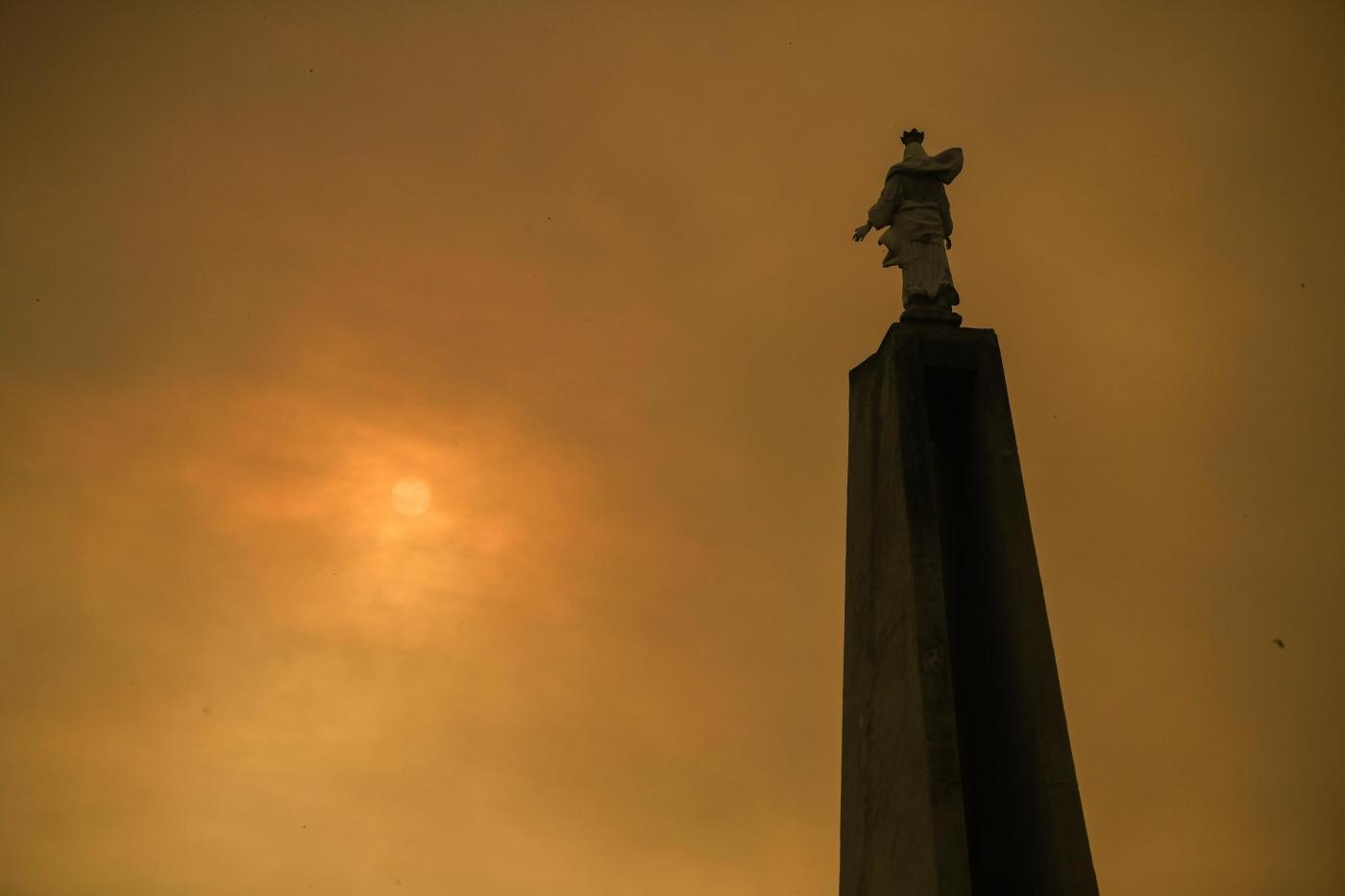 Continua a bruciare il Piemonte, evacuata casa di riposo a Susa