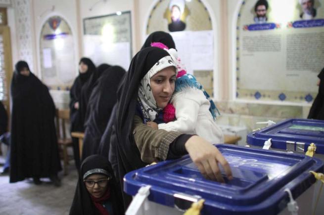 Elezioni in Iran, trionfano i riformisti Rohani: