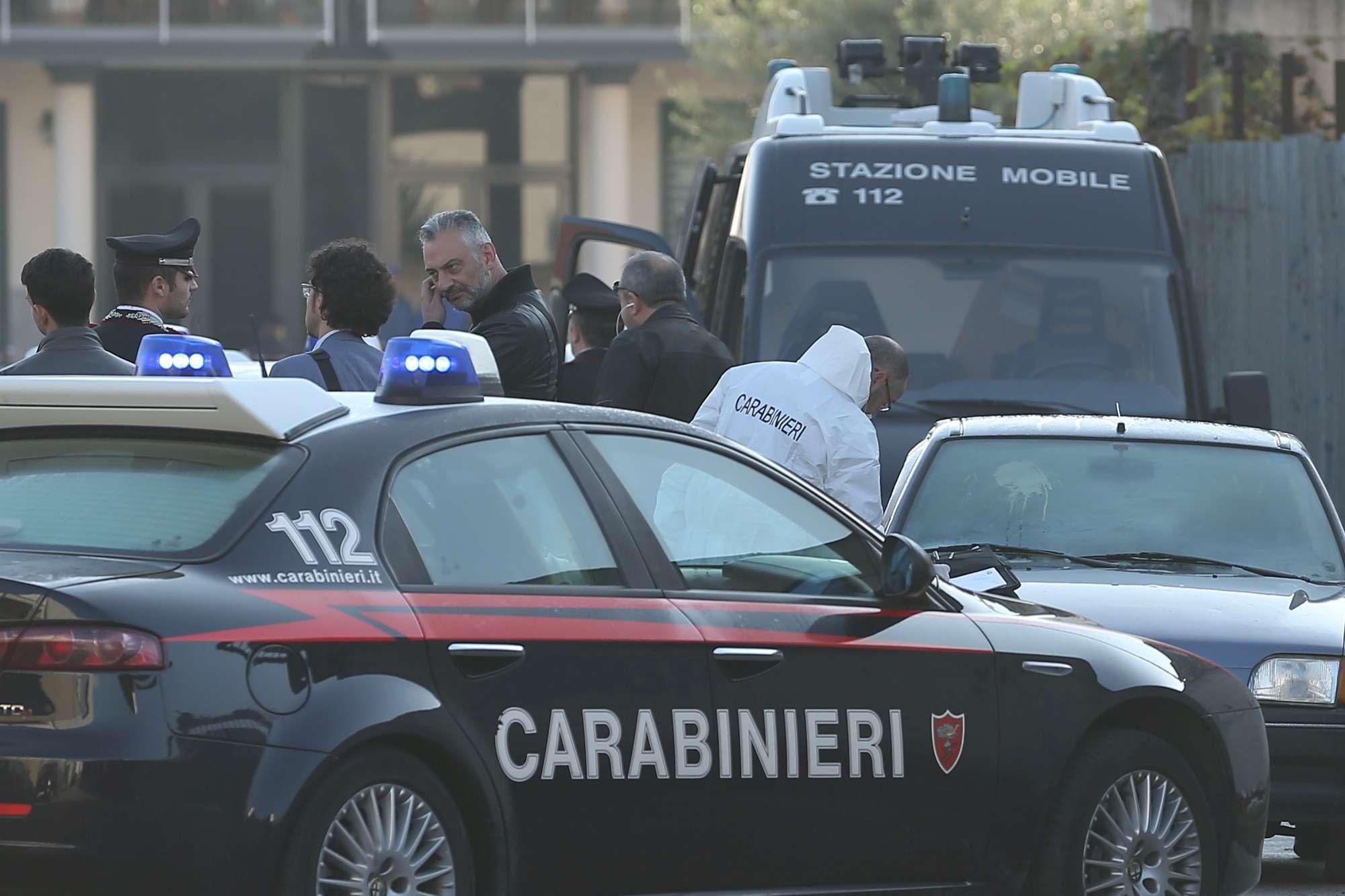 Napoli, 33enne uccide la moglie a colpi di pistola