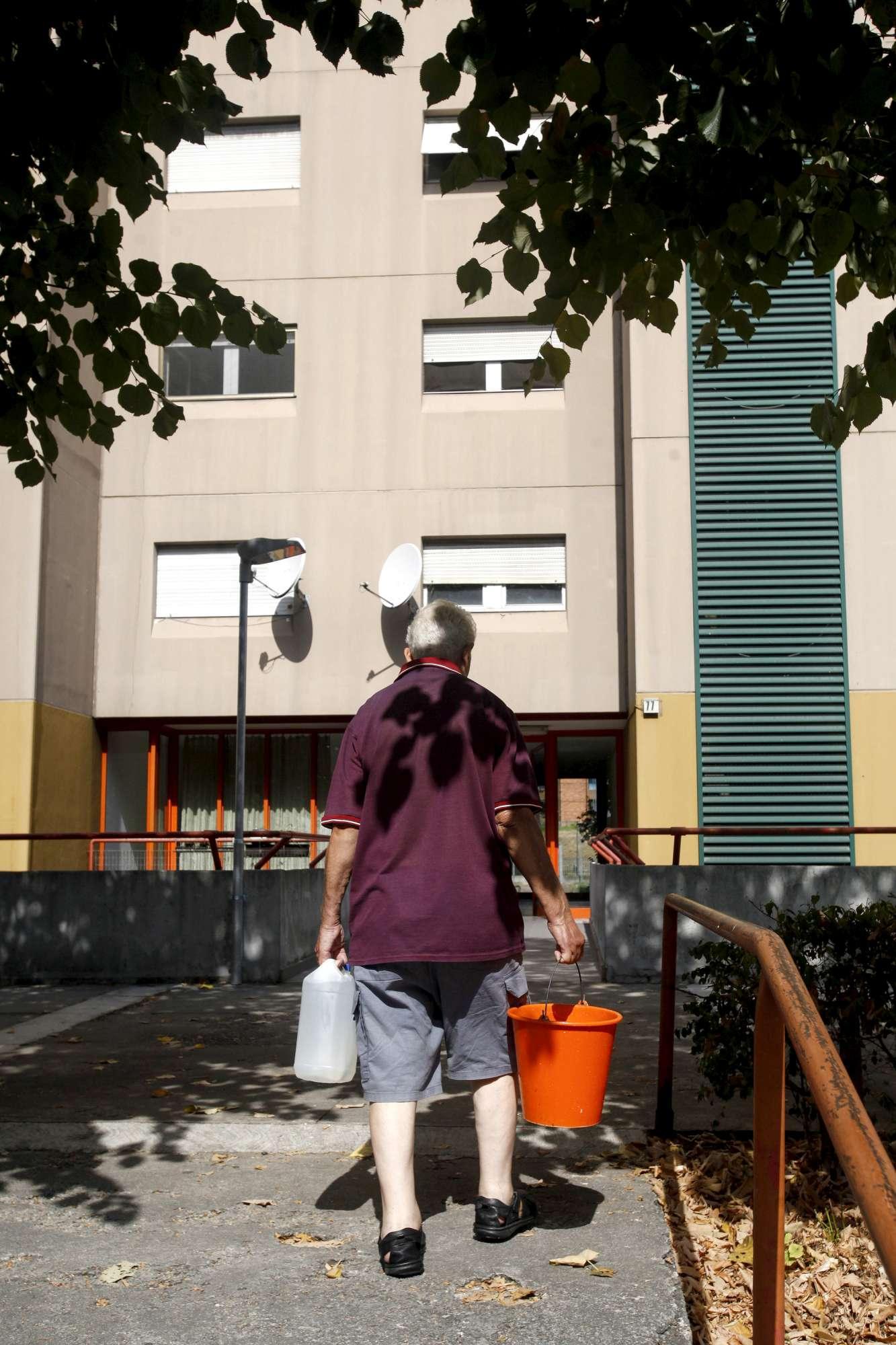 Tracce di legionella in case popolari a Milano, sospesa acqua
