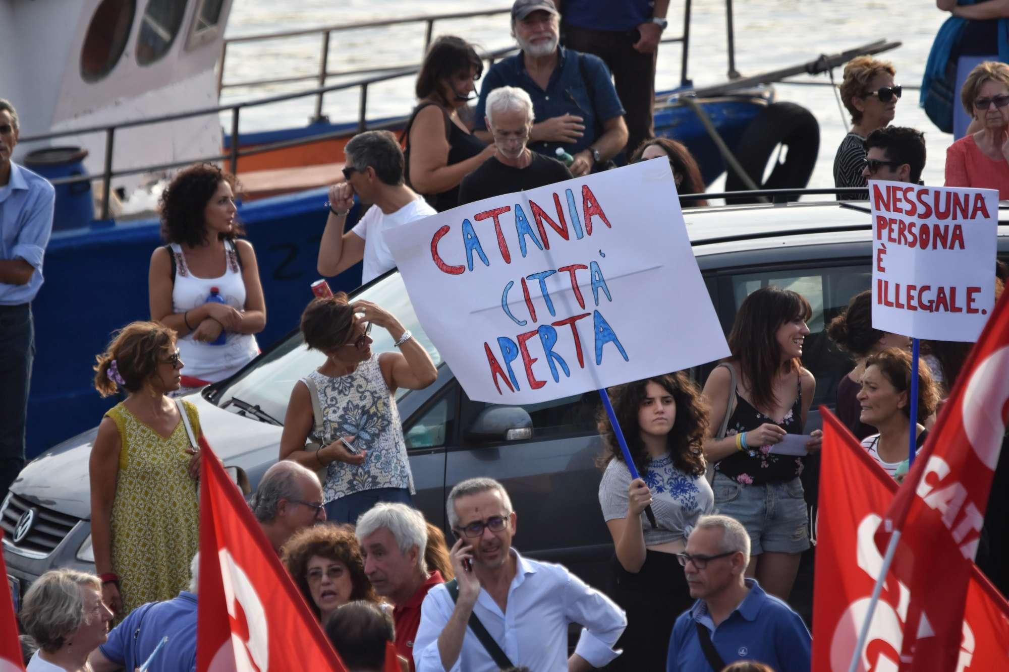 Diciotti, manifestazione a Catania: scontri con la polizia
