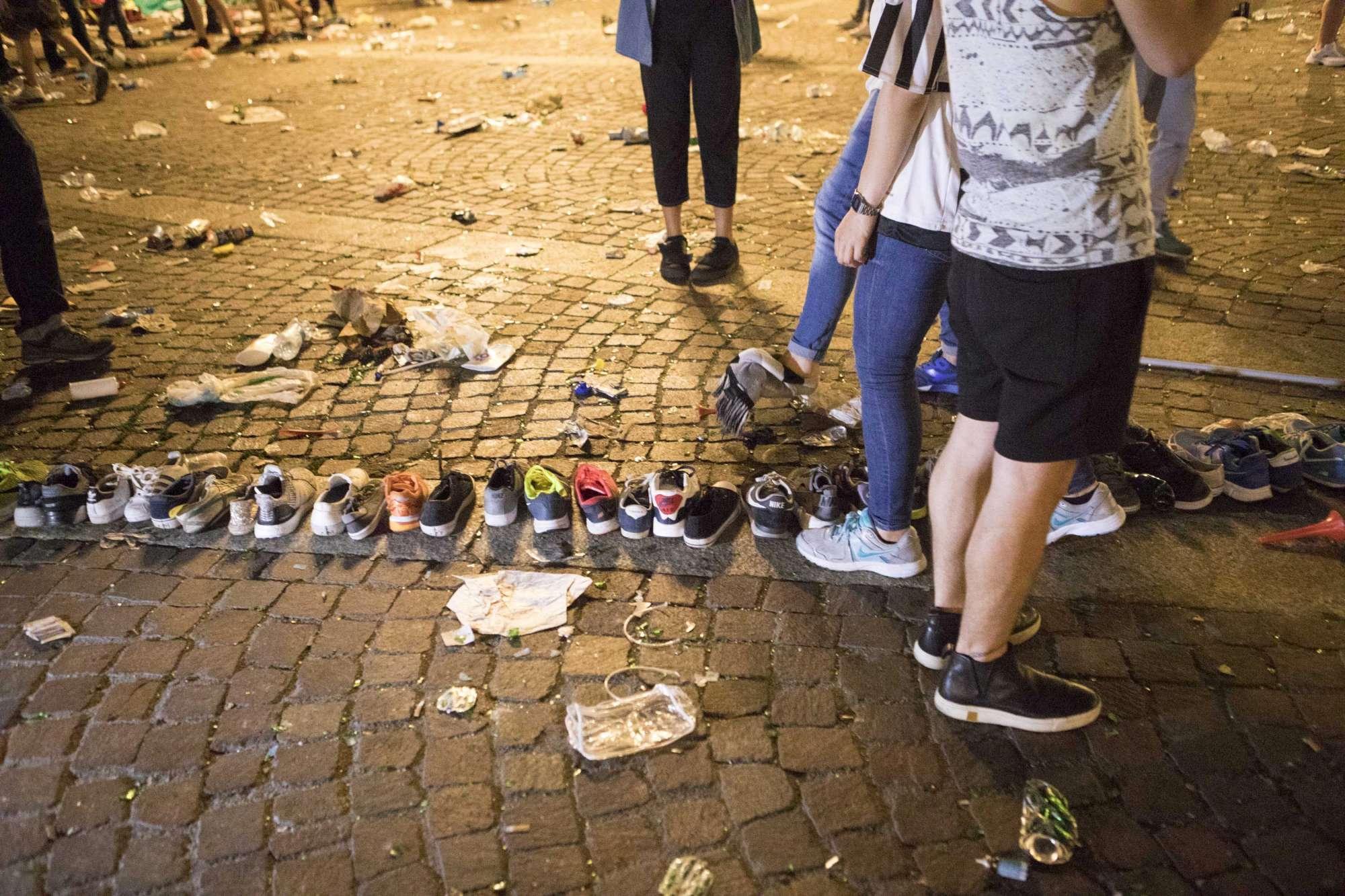 Champions League, panico a Torino: le scarpe perse dai tifosi della Juve in fuga
